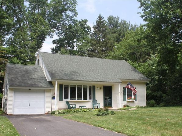 4 bed 2 bath Single Family at 21 Oldert Dr Pearl River, NY, 10965 is for sale at 385k - 1 of 22