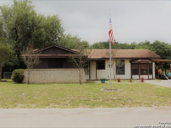 3 bed 1 bath Single Family at 305 Mockingbird Ln Devine, TX, 78016 is for sale at 113k - 1 of 12