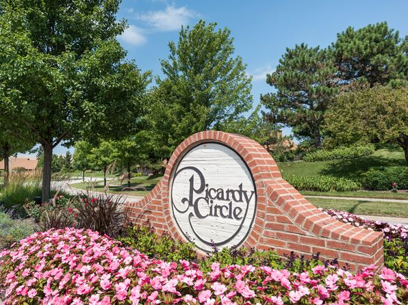 2 bed 2 bath Townhouse at 4167 Picardy Dr Northbrook, IL, 60062 is for sale at 373k - 1 of 10