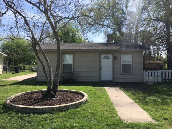 2 bed 1 bath Single Family at 104 Virginia Seadrift, TX, 77983 is for sale at 72k - 1 of 19