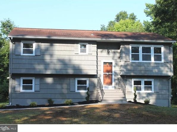 4 bed 2 bath Single Family at 41 Oak Ln Cranbury, NJ, 08512 is for sale at 323k - 1 of 19