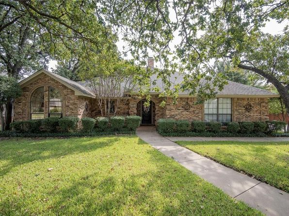3 bed 2 bath Single Family at 7704 Ridgeway Ct North Richland Hills, TX, 76182 is for sale at 285k - 1 of 28