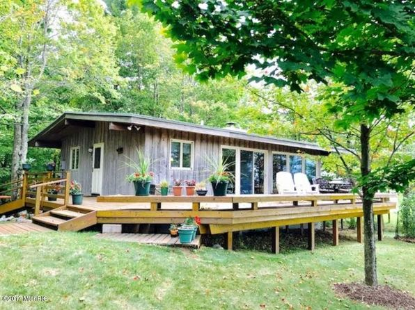 4 bed 2 bath Single Family at 4522 W Fox Farm Rd Manistee, MI, 49660 is for sale at 300k - 1 of 31