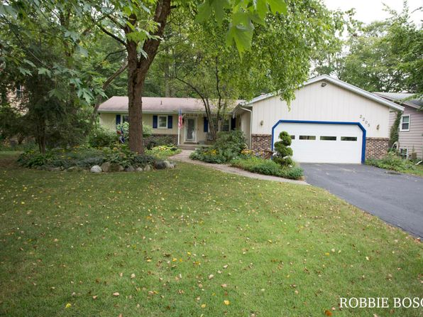 4 bed 2 bath Single Family at 2205 Innwood Dr SE Kentwood, MI, 49508 is for sale at 165k - 1 of 33