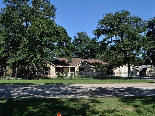 3 bed 2 bath Single Family at 26109 Deerwood Dr Hempstead, TX, 77445 is for sale at 265k - 1 of 22