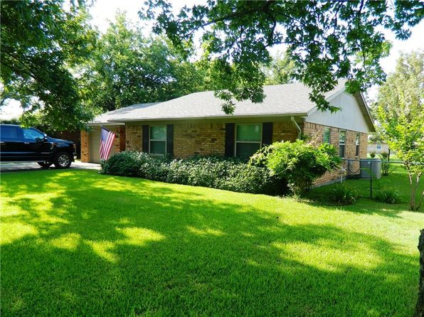 3 bed 2 bath Single Family at 305 E THOMAS ST LEONARD, TX, 75452 is for sale at 125k - 1 of 20