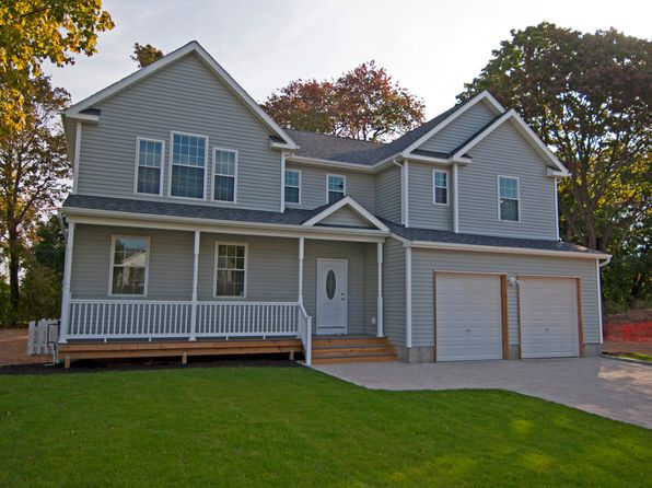 4 bed 3 bath Single Family at 48 Selden Blvd Centereach, NY, 11720 is for sale at 450k - 1 of 35