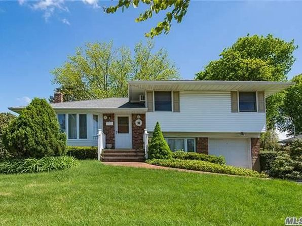 3 bed 2 bath Single Family at 17 Wren Dr Woodbury, NY, 11797 is for sale at 599k - 1 of 20