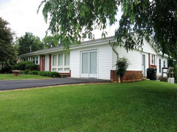 3 bed 1 bath Single Family at 130 Hilltop Dr Bristol, VA, 24202 is for sale at 120k - 1 of 21