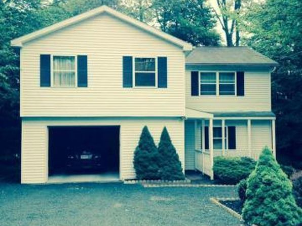 4 bed 2 bath Single Family at 2135 FREEDOM WAY POCONO SUMMIT, PA, 18346 is for sale at 135k - 1 of 14