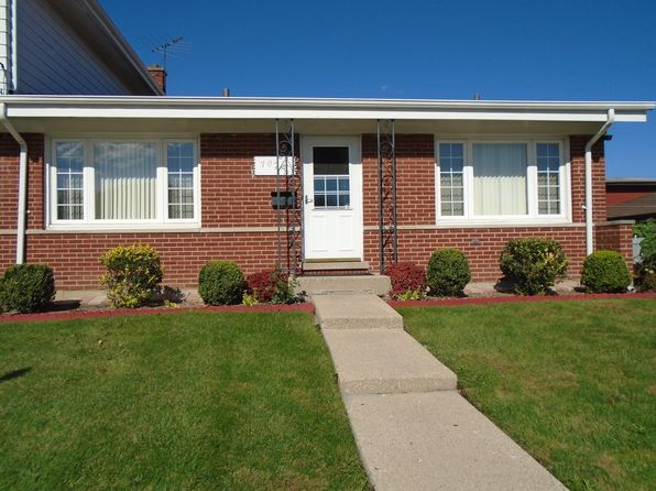 3 bed 2 bath Single Family at 7024 W Greenleaf St Niles, IL, 60714 is for sale at 285k - 1 of 2