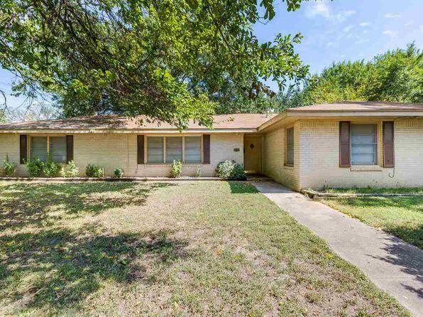 5 bed 2 bath Single Family at 201 E Trinity St Groesbeck, TX, 76642 is for sale at 120k - 1 of 19