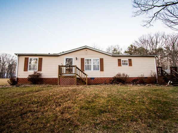 3 bed 2 bath Single Family at 1064 Cloverlea Ln Bedford, VA, 24523 is for sale at 110k - 1 of 35