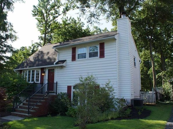 2 bed 2 bath Single Family at 132 Berkley Ave Colonia, NJ, 07067 is for sale at 325k - 1 of 17