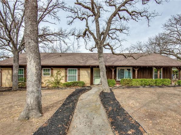 4 bed 3 bath Single Family at 1807 LOCKSLEY LN DENTON, TX, 76209 is for sale at 300k - 1 of 45