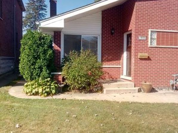 3 bed 2 bath Condo at 1638 Linden St Des Plaines, IL, 60018 is for sale at 210k - 1 of 23