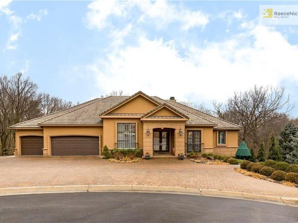 4 bed 4 bath Single Family at 8015 NW Timbercrest Pl Parkville, MO, 64152 is for sale at 725k - 1 of 25