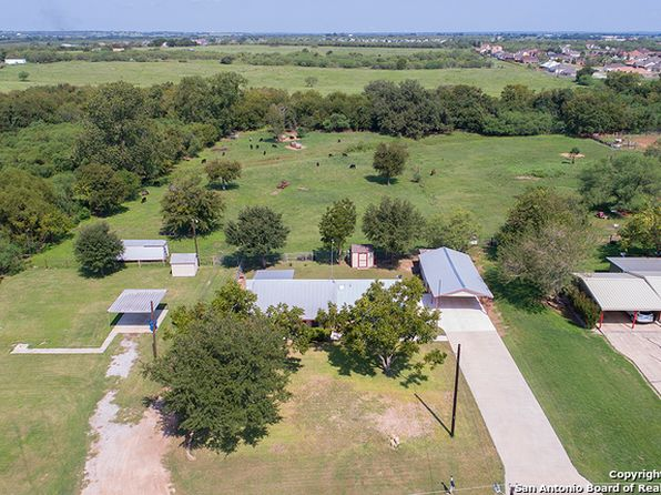 4 bed 2 bath Single Family at 825 Peach St Floresville, TX, 78114 is for sale at 194k - 1 of 23