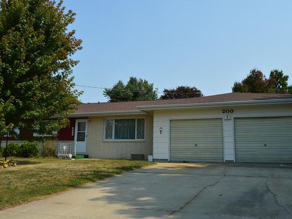 3 bed 2 bath Single Family at 200 Country Club Dr Vinton, IA, 52349 is for sale at 145k - 1 of 17
