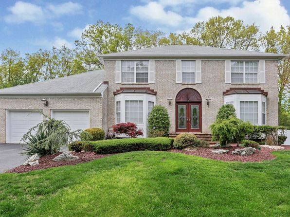 5 bed 3 bath Single Family at 44 Crest Dr Englishtown, NJ, 07726 is for sale at 720k - 1 of 26