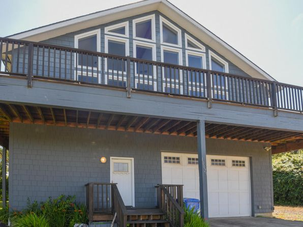3 bed 2.5 bath Single Family at 10025 NW SWALLOW ST SEAL ROCK, OR, 97376 is for sale at 419k - 1 of 22