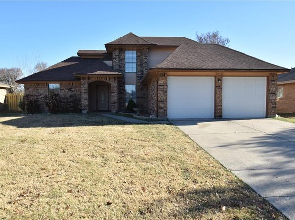 4 bed 3 bath Single Family at 4401 Amherst Ln Grand Prairie, TX, 75052 is for sale at 200k - 1 of 12