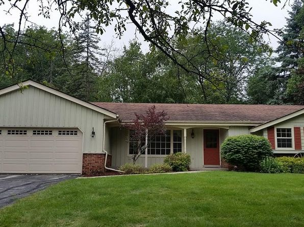 3 bed 2 bath Single Family at 1569 Crestview Dr Grafton, WI, 53024 is for sale at 290k - 1 of 13