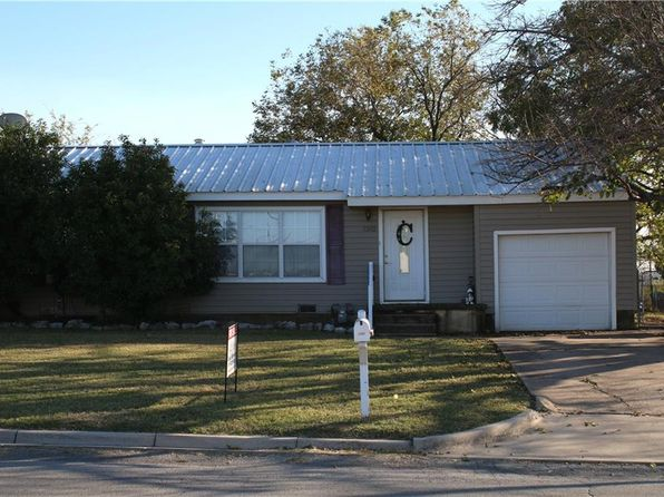 3 bed 1 bath Single Family at 1302 Newby Ave Bridgeport, TX, 76426 is for sale at 118k - 1 of 15