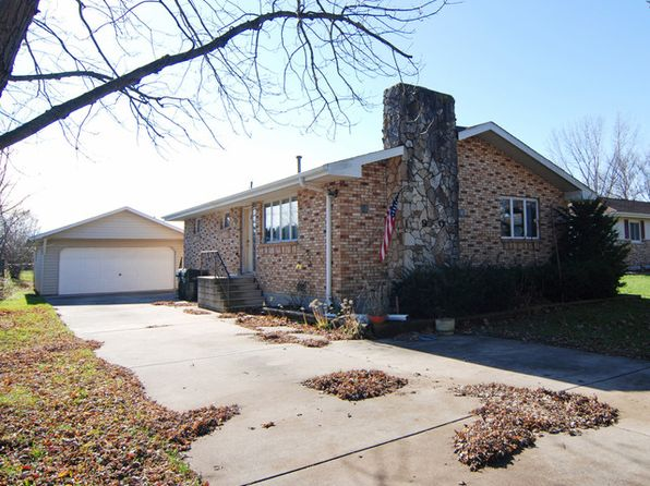 2 bed 1 bath Single Family at 1905 E Clark St Diamond, IL, 60416 is for sale at 149k - 1 of 7