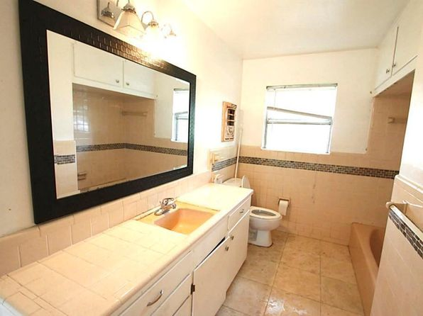 3 bed 2 bath Single Family at 7903 Bellaire Blvd Houston, TX, 77036 is for sale at 285k - 1 of 4