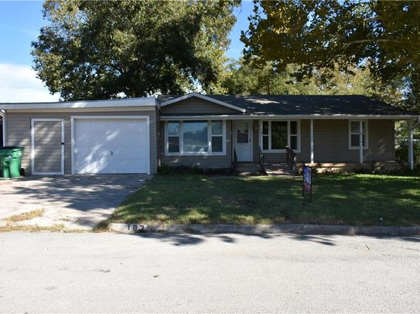 3 bed 2 bath Single Family at 103 Jordan Dr Nocona, TX, 76255 is for sale at 92k - 1 of 16