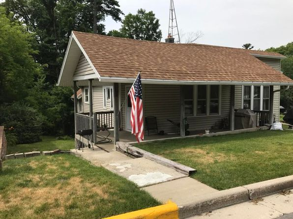 2 bed 1 bath Single Family at 194 W Rhine St Elkhart Lake, WI, 53020 is for sale at 145k - 1 of 7