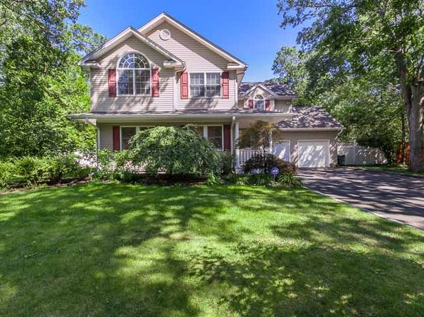 4 bed 3 bath Single Family at 21 Sherwood Dr Saint James, NY, 11780 is for sale at 579k - 1 of 21