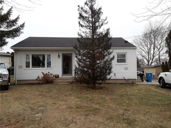 3 bed 1 bath Single Family at 11 Roy Ave Middletown, RI, 02842 is for sale at 289k - 1 of 31