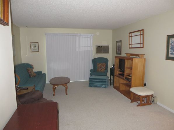 2 bed 1 bath Condo at 7 Northbrook Dr Manchester, NH, 03102 is for sale at 135k - 1 of 10