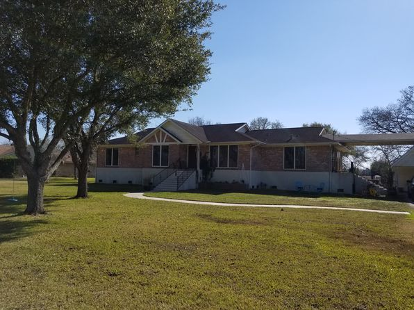 4 bed 3 bath Single Family at 33 Wilderness Trl Friendswood, TX, 77546 is for sale at 675k - 1 of 11