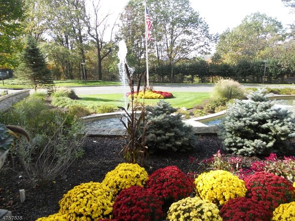 null bed 1 bath Townhouse at 1 Claridge Dr 910 Verona Twp., NJ, 07044 is for sale at 150k - 1 of 5