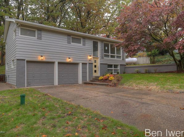 3 bed 1 bath Single Family at 1817 Garfield Ave NW Grand Rapids, MI, 49504 is for sale at 190k - 1 of 22