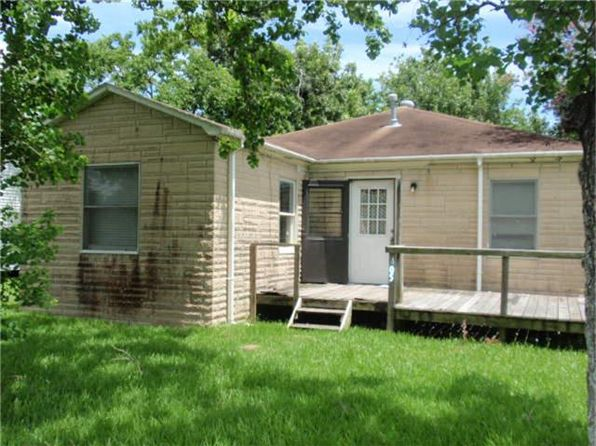2 bed 1 bath Single Family at 405 San Jacinto St La Porte, TX, 77571 is for sale at 60k - 1 of 9