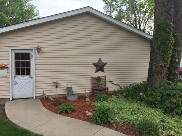 3 bed 1 bath Single Family at 121 W Devlin St Spring Valley, IL, 61362 is for sale at 80k - 1 of 14