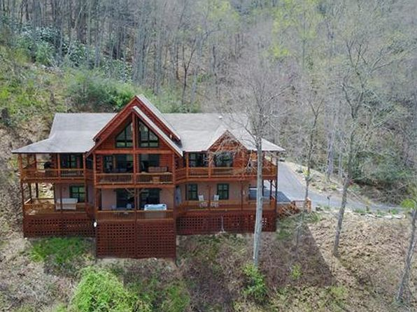 3 bed 3 bath Single Family at 1123 Frank Davis Rd Waynesville, NC, 28785 is for sale at 549k - 1 of 24