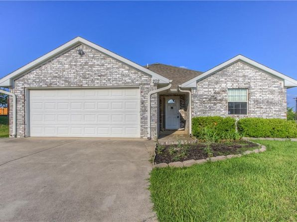 3 bed 2 bath Single Family at 202 Hilltop Cir Blue Ridge, TX, 75424 is for sale at 156k - 1 of 26