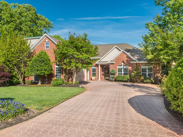 4 bed 2 bath Single Family at 2200 Greenwich Ln Knoxville, TN, 37932 is for sale at 400k - 1 of 67