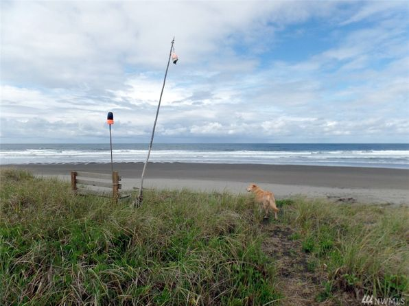 2 bed 1.5 bath Single Family at 1107 & 1109 Ocean Shores Blvd Ocean Shores, WA, 98569 is for sale at 349k - 1 of 23