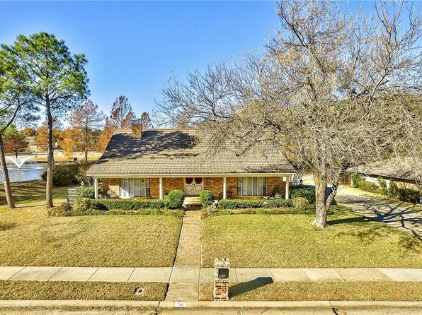 4 bed 4 bath Single Family at 701 Rochelle Blvd Irving, TX, 75062 is for sale at 380k - 1 of 36