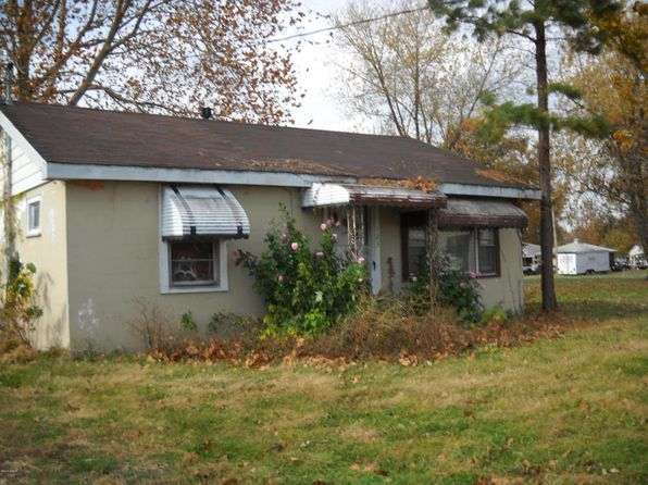 2 bed 1 bath Single Family at 102 N Cockrum St Sesser, IL, 62884 is for sale at 9k - 1 of 11