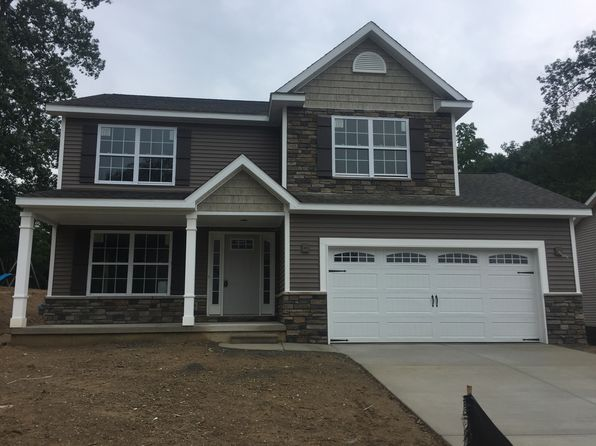 3 bed 3 bath Single Family at 525 Edgewood Pass Fenton, MI, 48430 is for sale at 220k - google static map