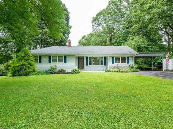 3 bed 1.5 bath Single Family at 422 Hillcrest Cir Hendersonville, NC, 28792 is for sale at 213k - 1 of 24