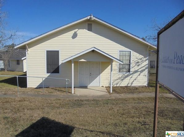 14 bed 6 bath Single Family at 407 S South St Yoakum, TX, 77995 is for sale at 95k - 1 of 10