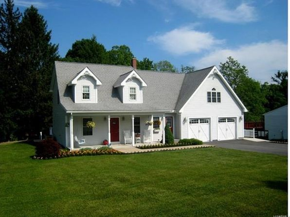 4 bed 3 bath Single Family at 32 New Rd Newburgh, NY, 12550 is for sale at 270k - 1 of 29